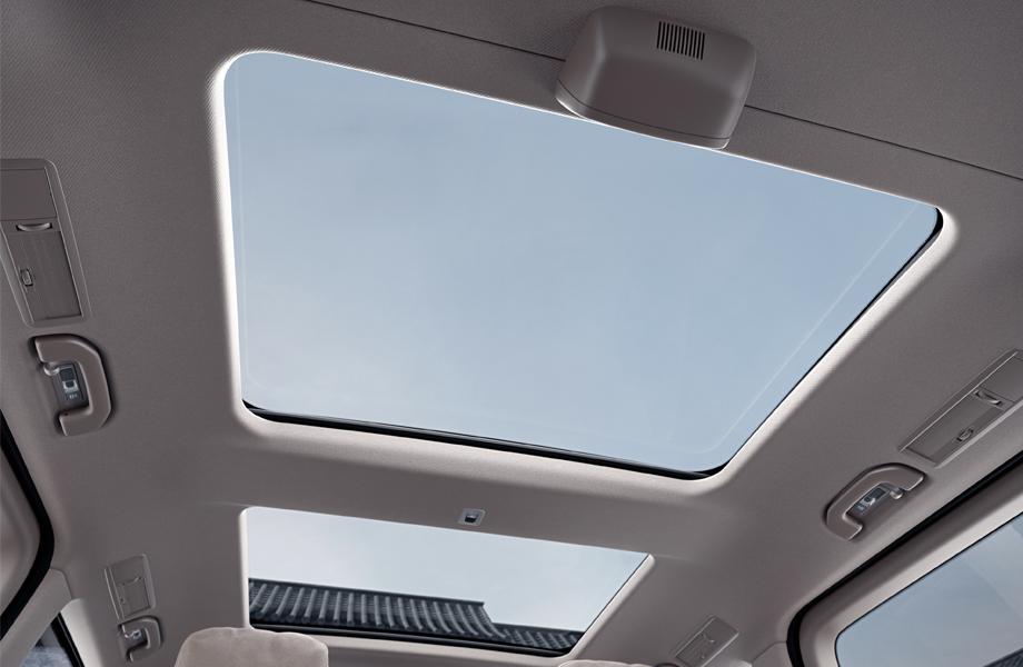 feature-v-interior-sunroof.jpg
