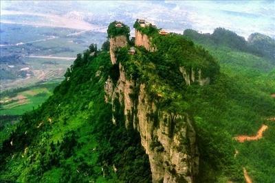 窦团山简介:   天下奇山――窦团山是剑门蜀道国家级风景名胜区的